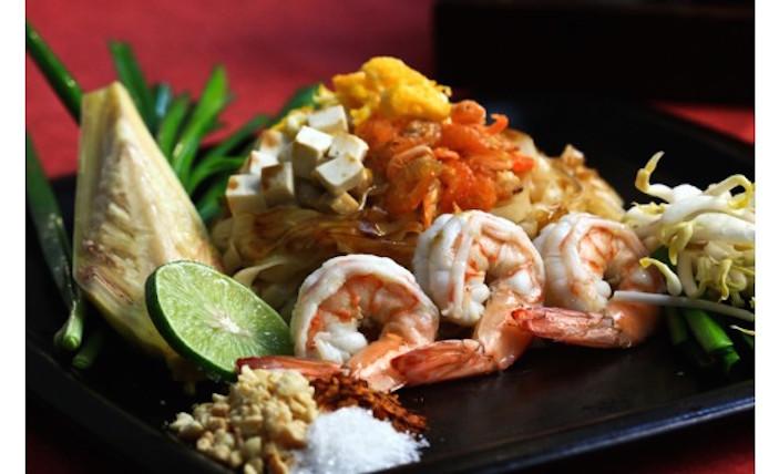 Top restaurants in Sanya Baan Rim Nam Pad Thai