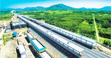 World's First Circular High-Speed Rail Opens in Hainan Island