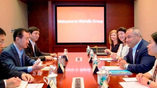 Gold Coast Mayor Tom Tate and wife Ruth met with China's richest person Wang Jianlin, of Wanda Group
