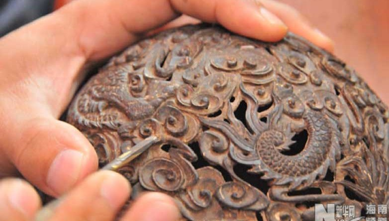 Hainan Coconut Carving