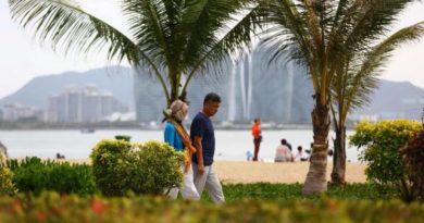 Sun-seeking retirees flock to Hainan China's Florida