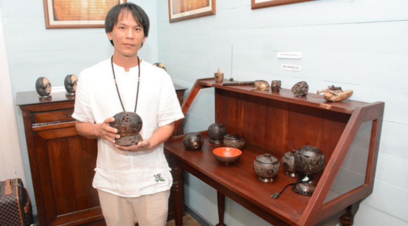 Hainan experts teach coconut carving techniques in Seychelles