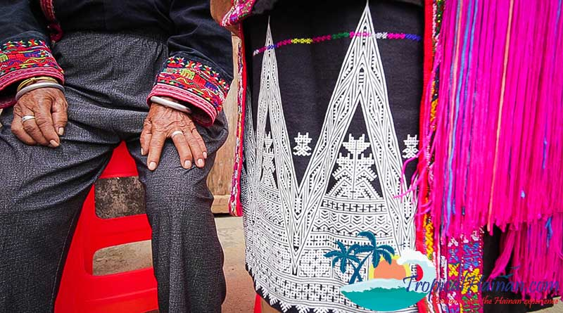 Miao-People-Clothing-dyeing