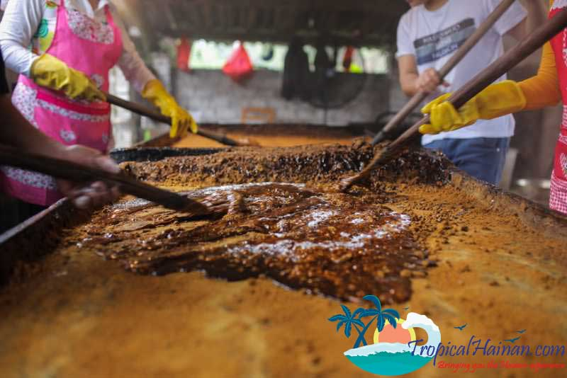 Making-traditional-brown-ginger-sugar-in-zun-Tan-village-Hainan-Island-China-(2)
