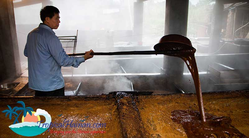 Making-traditional-brown-ginger-sugar-in-zun-Tan-village-Hainan-Island-China-(6)