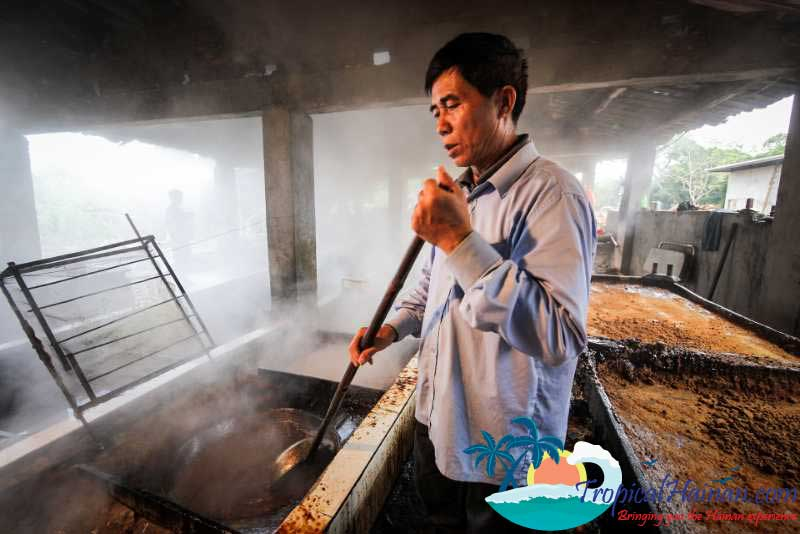 Making-traditional-brown-ginger-sugar-in-zun-Tan-village-Hainan-Island-China-(7)