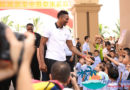 Basketball star Dwight Howard surprises school children in Haikou, Hainan