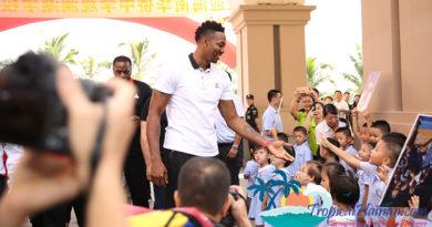 Basketball star Dwight Howard surprises school children in Haikou, Hainan Island, China