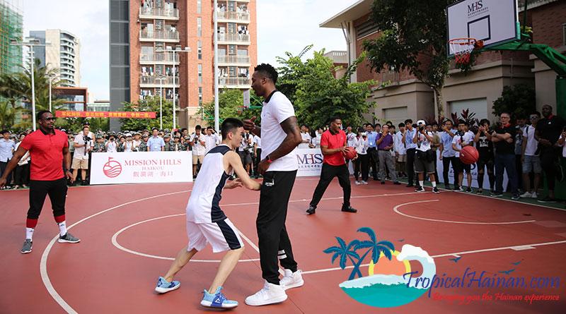 BASKETBALL-STAR-DWIGHT-HOWARD-SURPRISES-SCHOOL-CHILDREN-IN-HAINAN,-CHINA-4