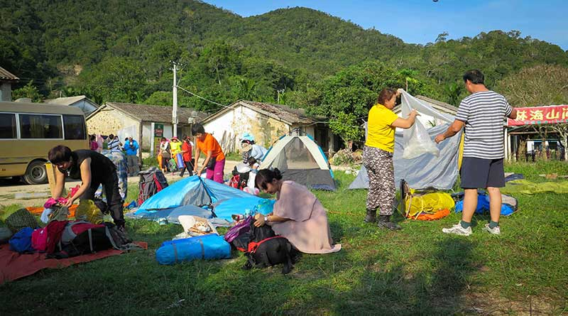 Camping-out-in-Jian-Feng-Ling-National-Forest-Park