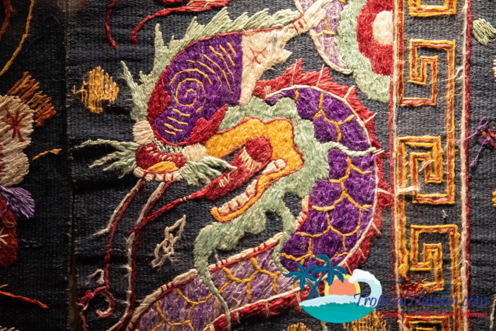 Li Minority textiles Dragon Quilt Dragon and Phonenix pattern (1)
