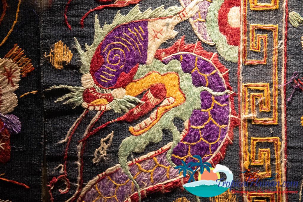 Li Minority textiles Dragon Quilt Dragon and Phonenix pattern (1)