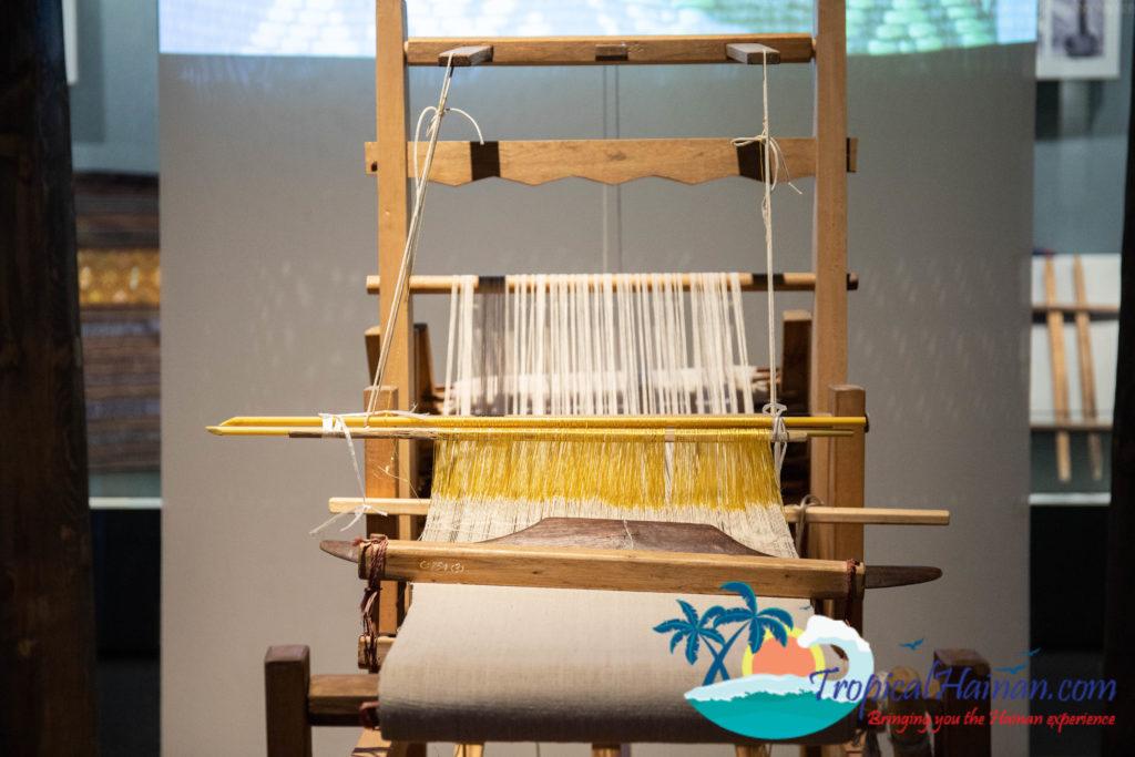Li minority textile techniques loom