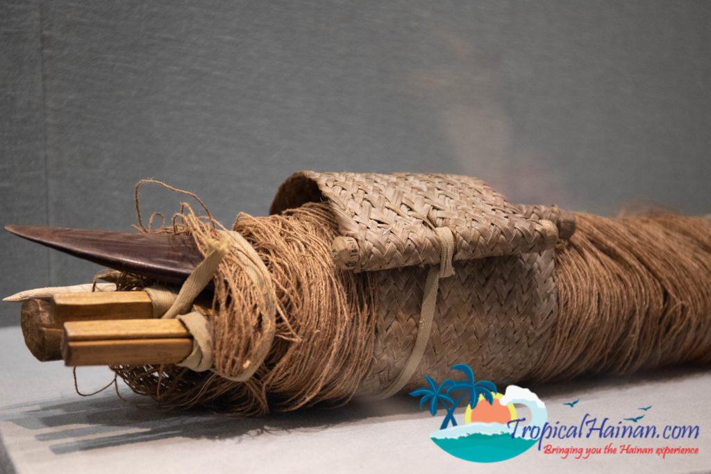 Hainan Li Minority textile waist loom