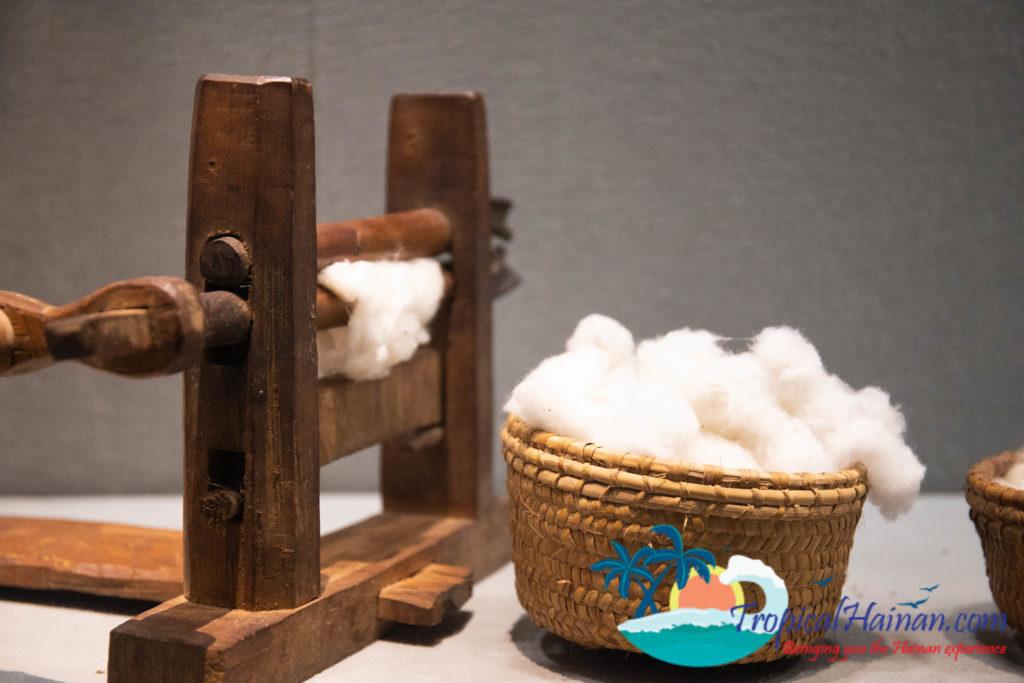 Hainan Li Minority textile techniques cotton