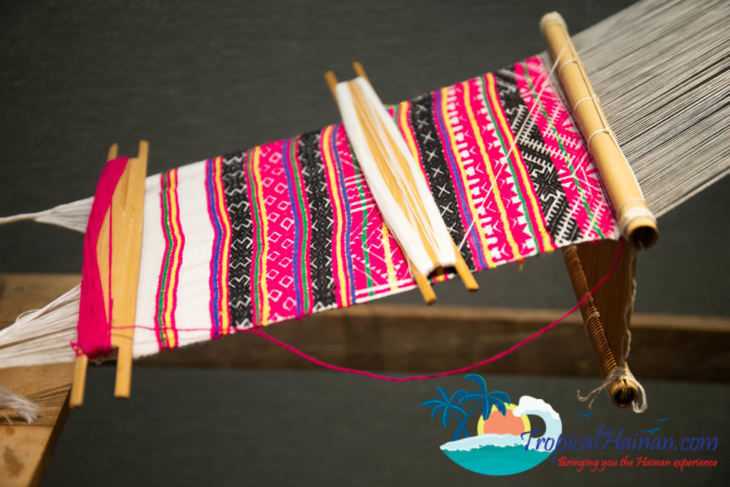 Li minority textile techniques loom