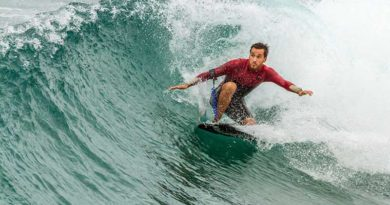 Surfing-in-Ri-Rue-Bay-Hainan-Island
