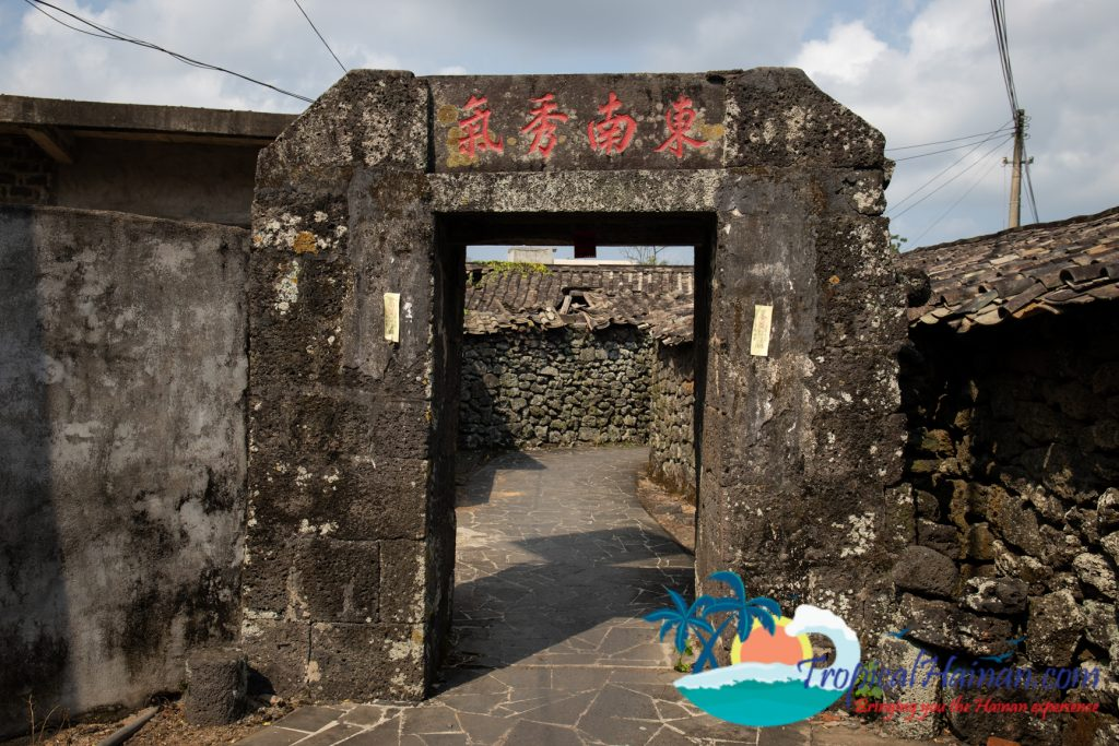 A maze of volcanic stone, discover Mei xiao village
