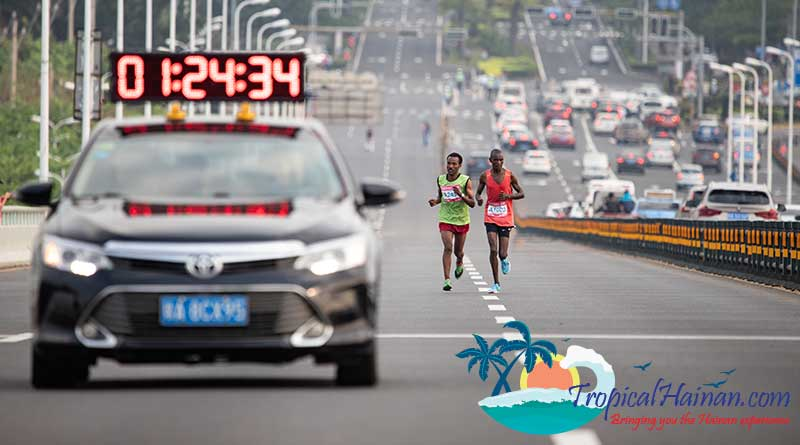 Haikou MMaiyo Michael Kimtai, Kenya (right) wins the 2019 Haikou Marathonarathon 2019 Hainan Island (5)