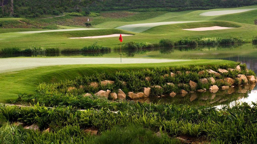 22 courses, 396 holes, and over 12 world-class designers; discover Mission Hills China