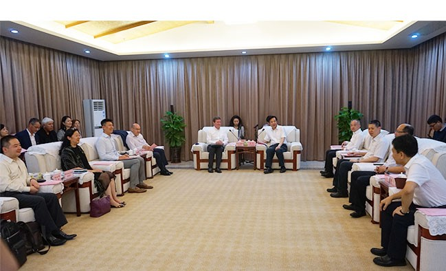 Haikou Party Secretary Zhang Qi with the delegation