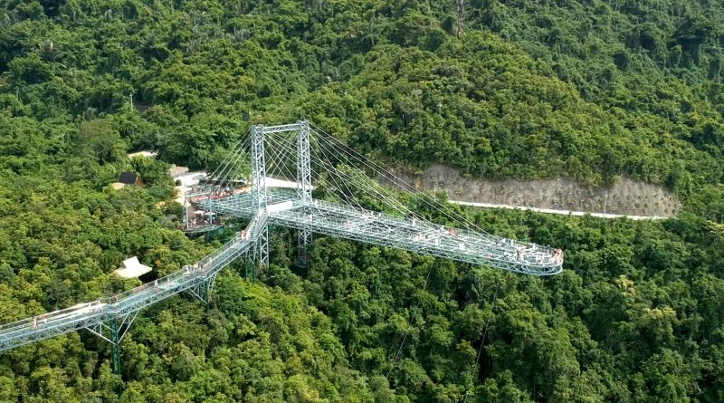 Discover Hainan Episode 5 – Yanoda Rain forest and Glass Bridge