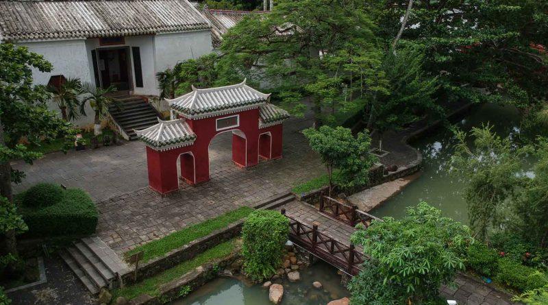 5 officials temple Haikou