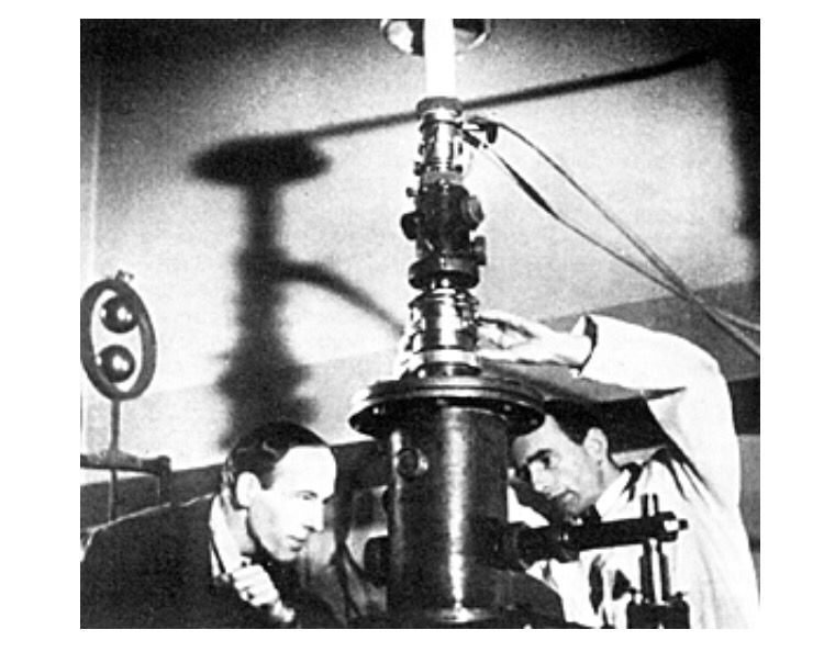 German scientists Ernst Ruska and Max Knoll with the first electron microscope