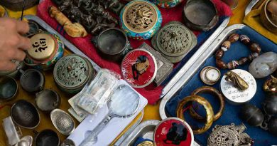 Antiques market in Haikou The bund