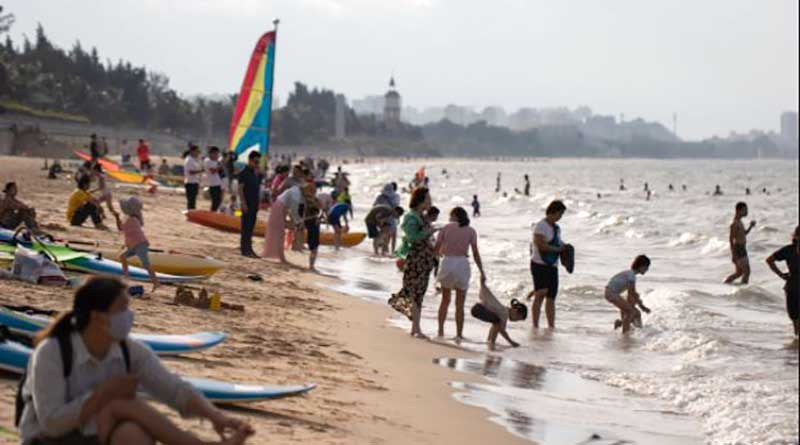 busy Over one million tourists come to Hainan